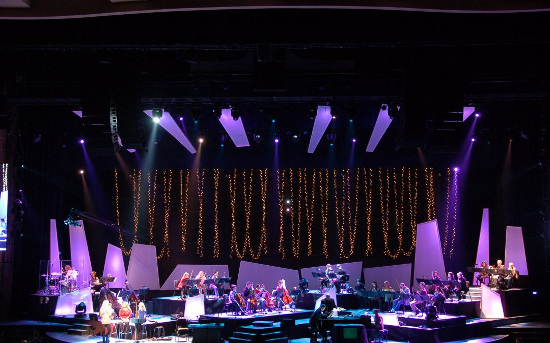 Willow-Creek-Christmas-Stage-Design